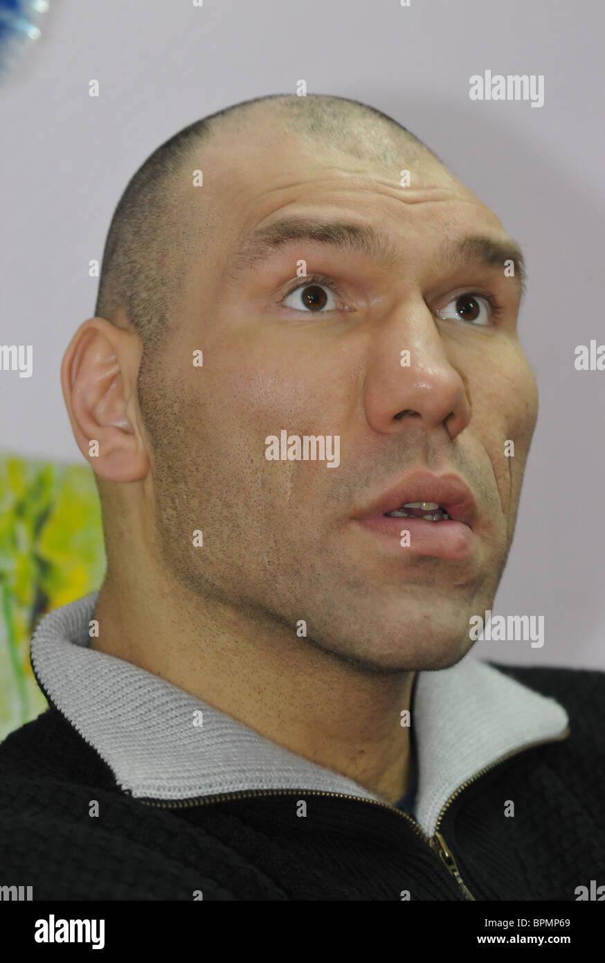 Russia's WBA Heavyweight Champion Nikolai Valuev gives master class - Stock Image