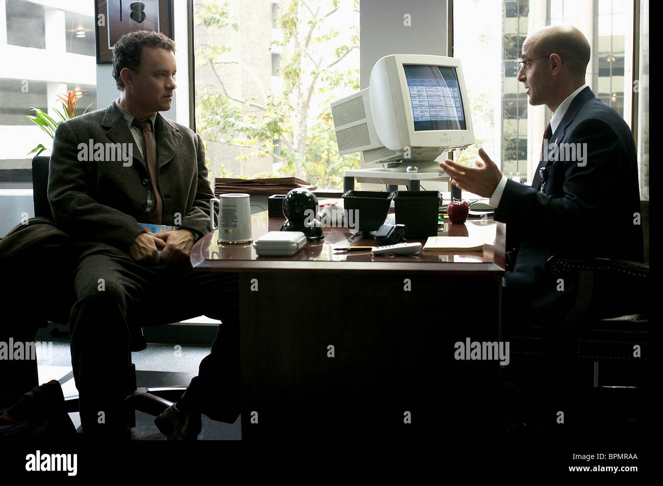 Tom Hanks Stanley Tucci The Terminal 2004 Stock Photo Alamy