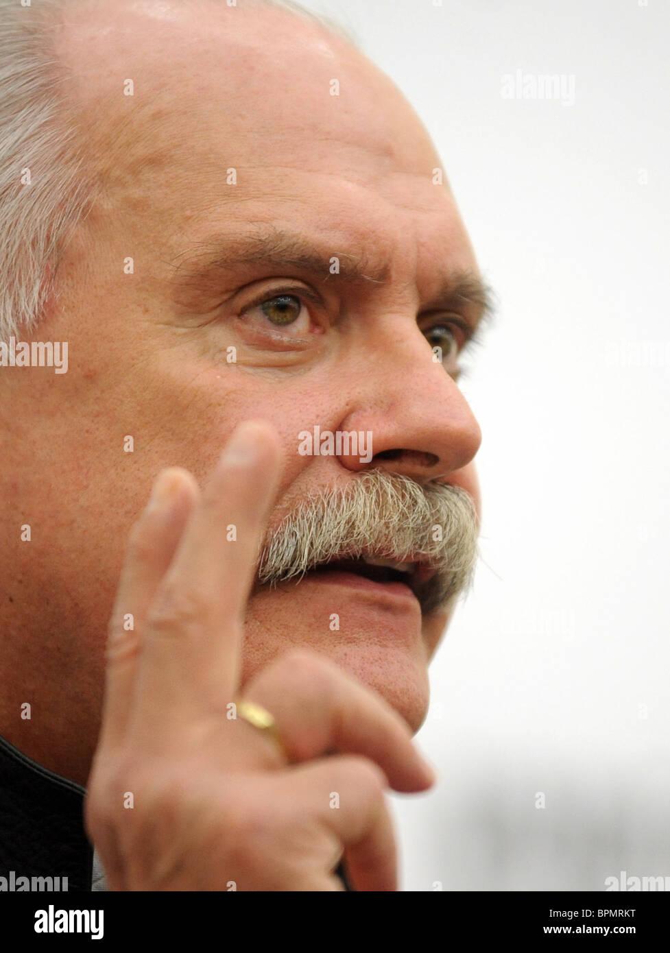 Nikita Mikhalkov gives news conference - Stock Image