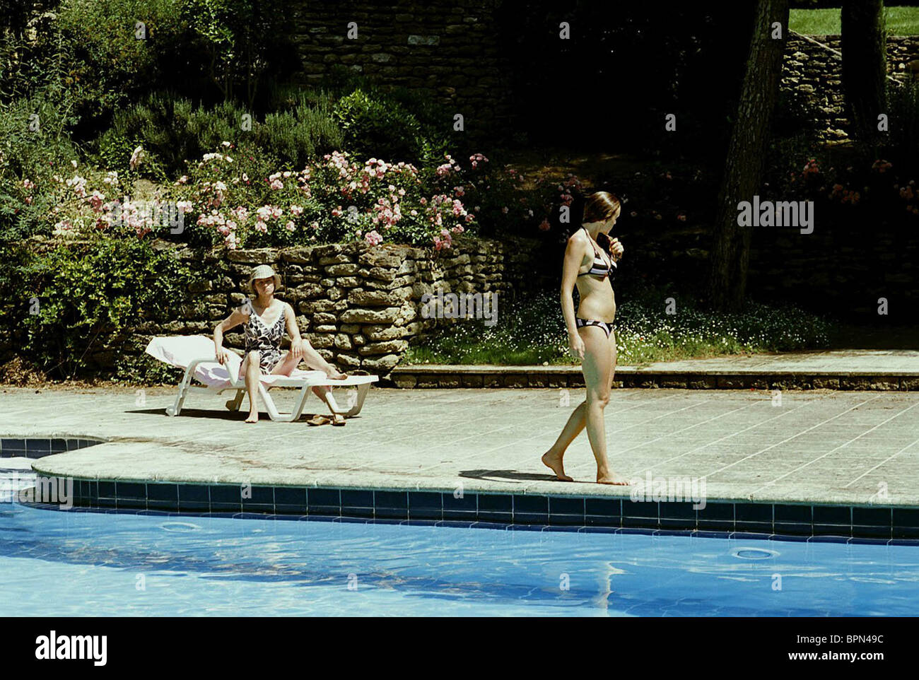 Charlotte rampling ludivine sagnier swimming pool 2003 stock photo 31197192 alamy for Charlotte rampling the swimming pool
