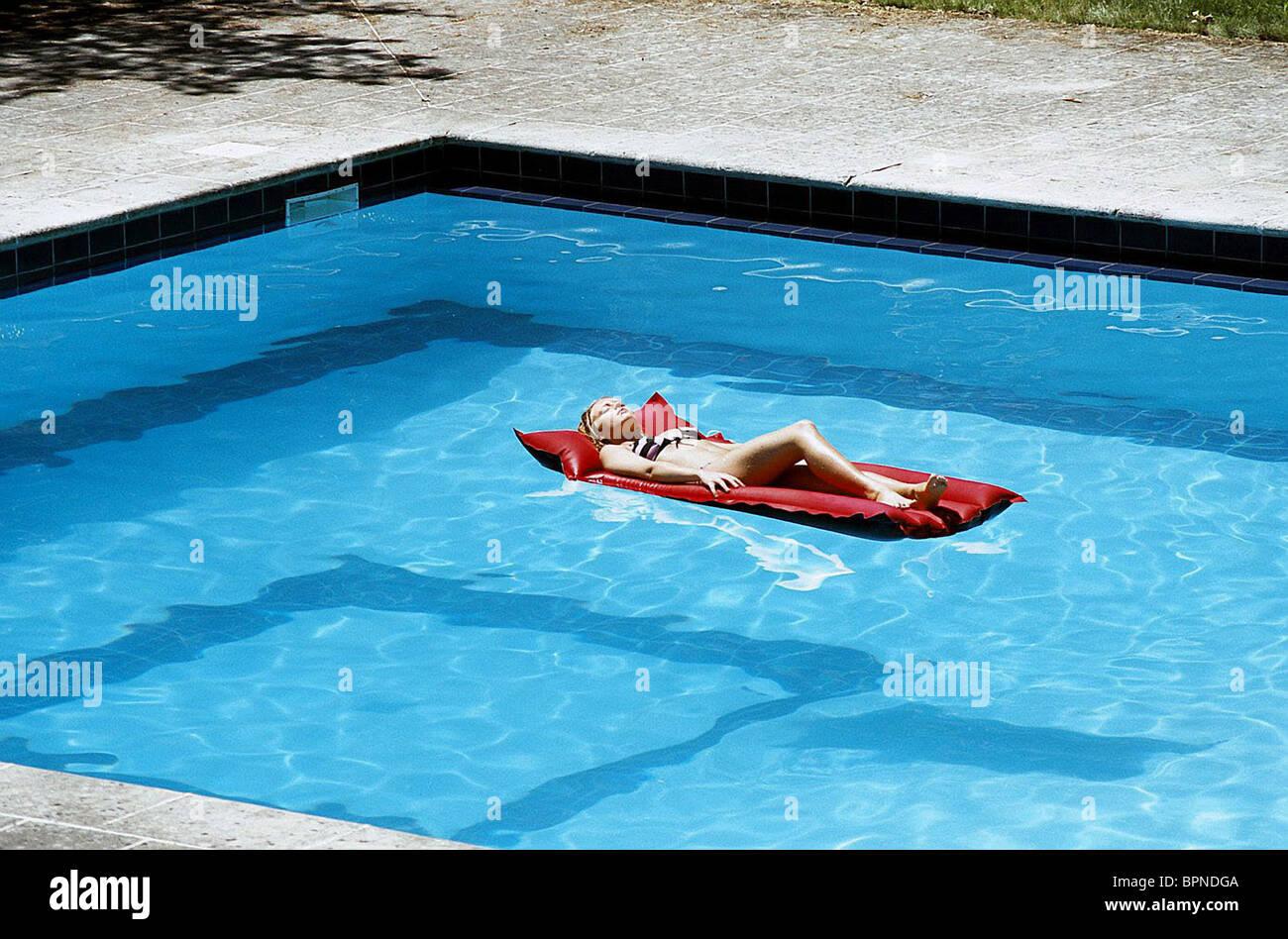Films movies sunbathing pool stock photos films movies sunbathing pool stock images alamy for Swimming pool 2003 movie online
