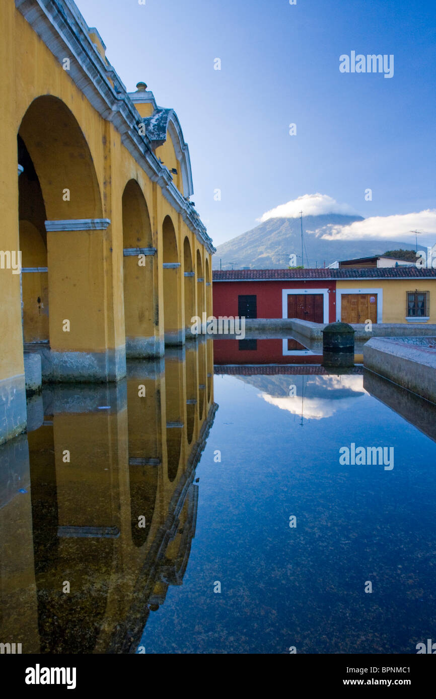 Central America, Guatemala, Antigua. Public wash basins where the local women do their laundry. - Stock Image