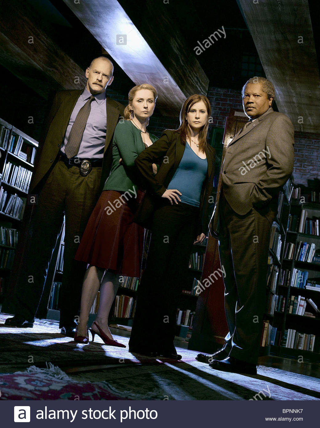 CASEY SANDER NINA SIEMASZKO KELLIE MARTIN & CLARENCE WILLIAMS III MYSTERY WOMAN: SING ME A MURDER (2005) - Stock Image