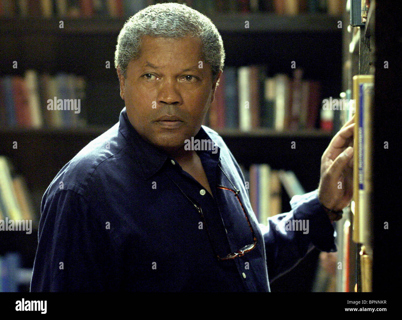 CLARENCE WILLIAMS III MYSTERY WOMAN: SING ME A MURDER (2005) - Stock Image