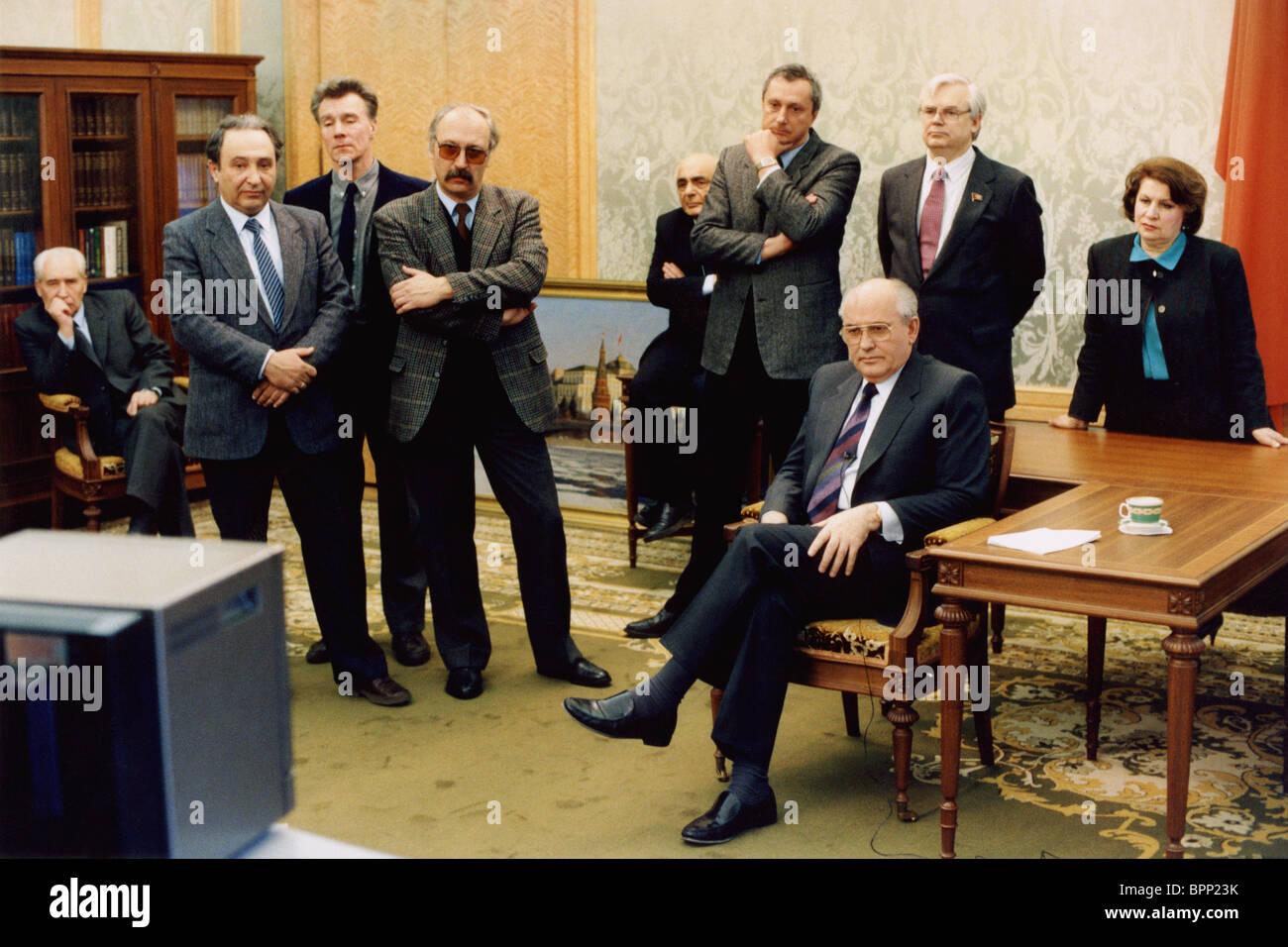 Mikhail Gorbachev to watch Boris Yeltsin's speech, 1991 - Stock Image