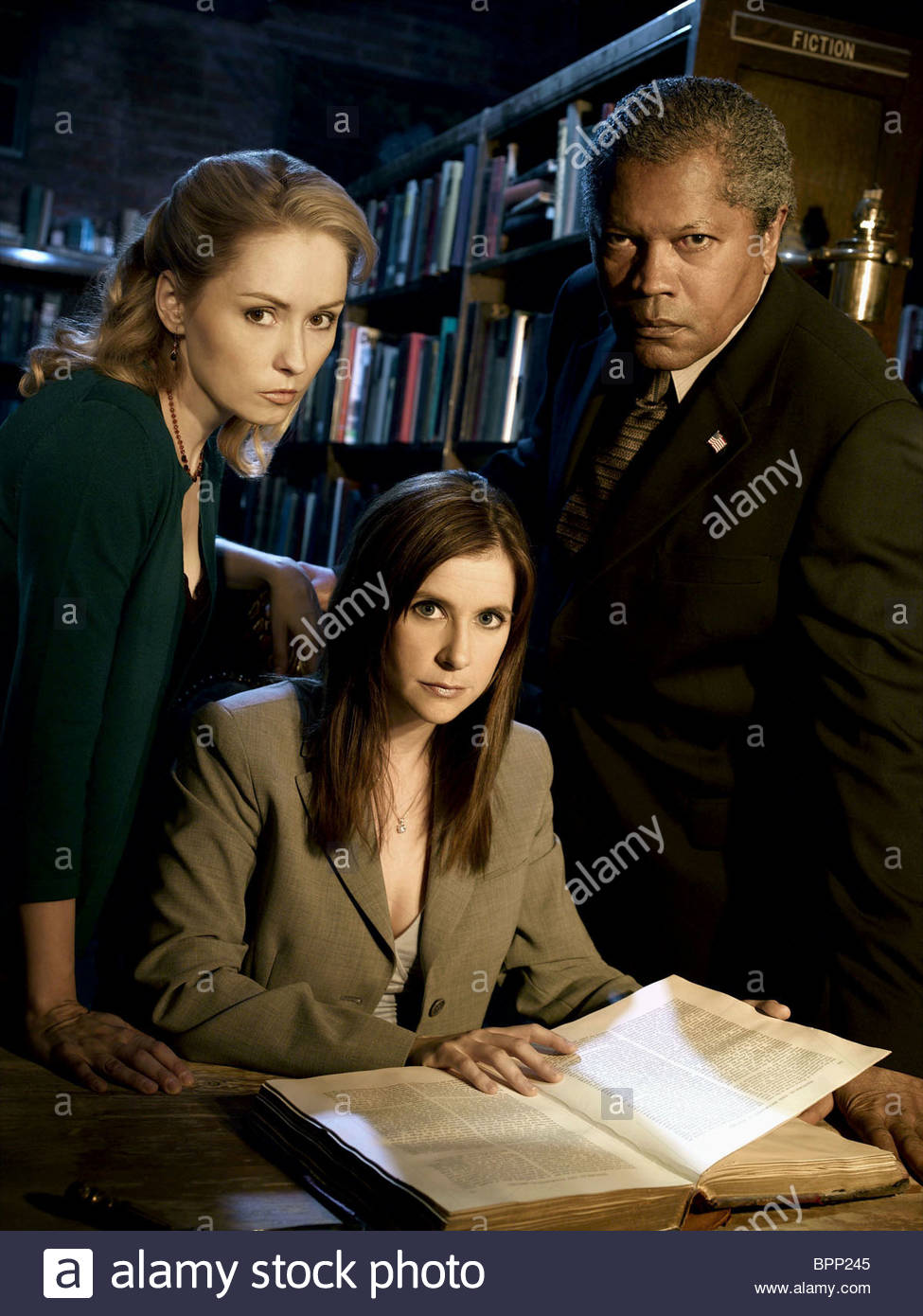 NINA SIEMASZKO KELLIE MARTIN & CLARENCE WILLIAMS III MYSTERY WOMAN: SING ME A MURDER (2005) Stock Photo