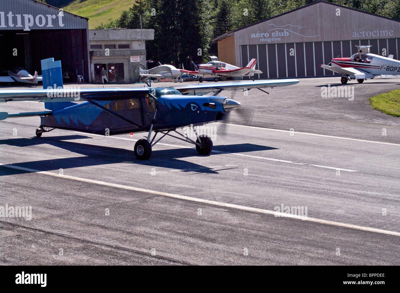 Pilatus PC 6 STOL Torboprop aircraft taxiing - Stock Image