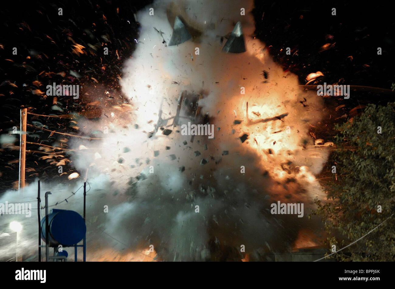 EXPLOSION SCENE VALLEY OF THE WOLVES: IRAQ; KURTLAR VADISI - IRAK (2006) - Stock Image