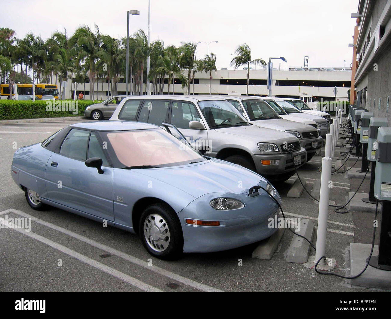 ELECTRIC CAR CHARGING POINTS WHO KILLED THE ELECTRIC CAR? (2006) - Stock Image