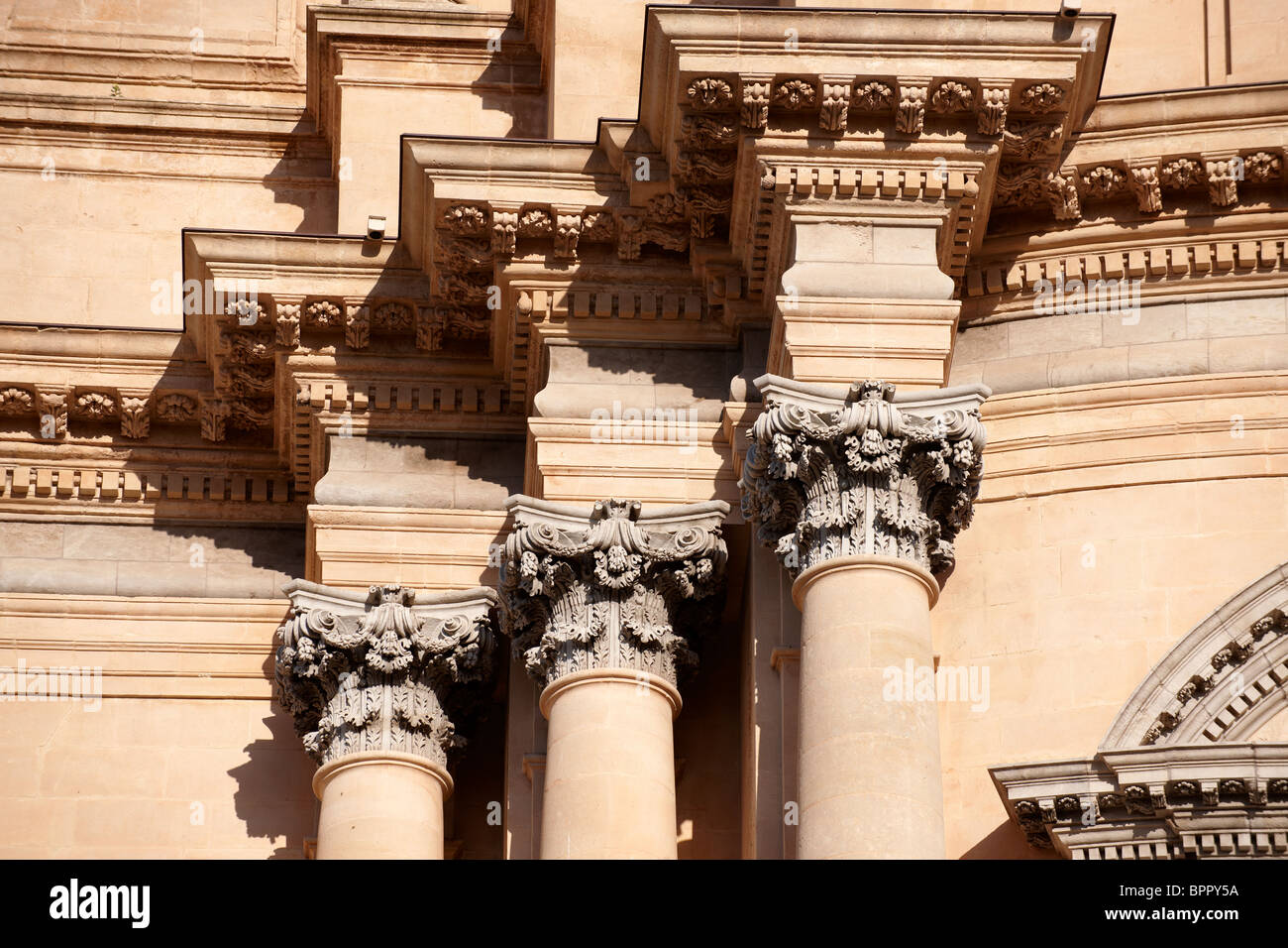 Corintian columns of the Baroque cathedral of St George designed by Rosario Gagliardi , Plaza Duomo, Ragusa Ibla, - Stock Image