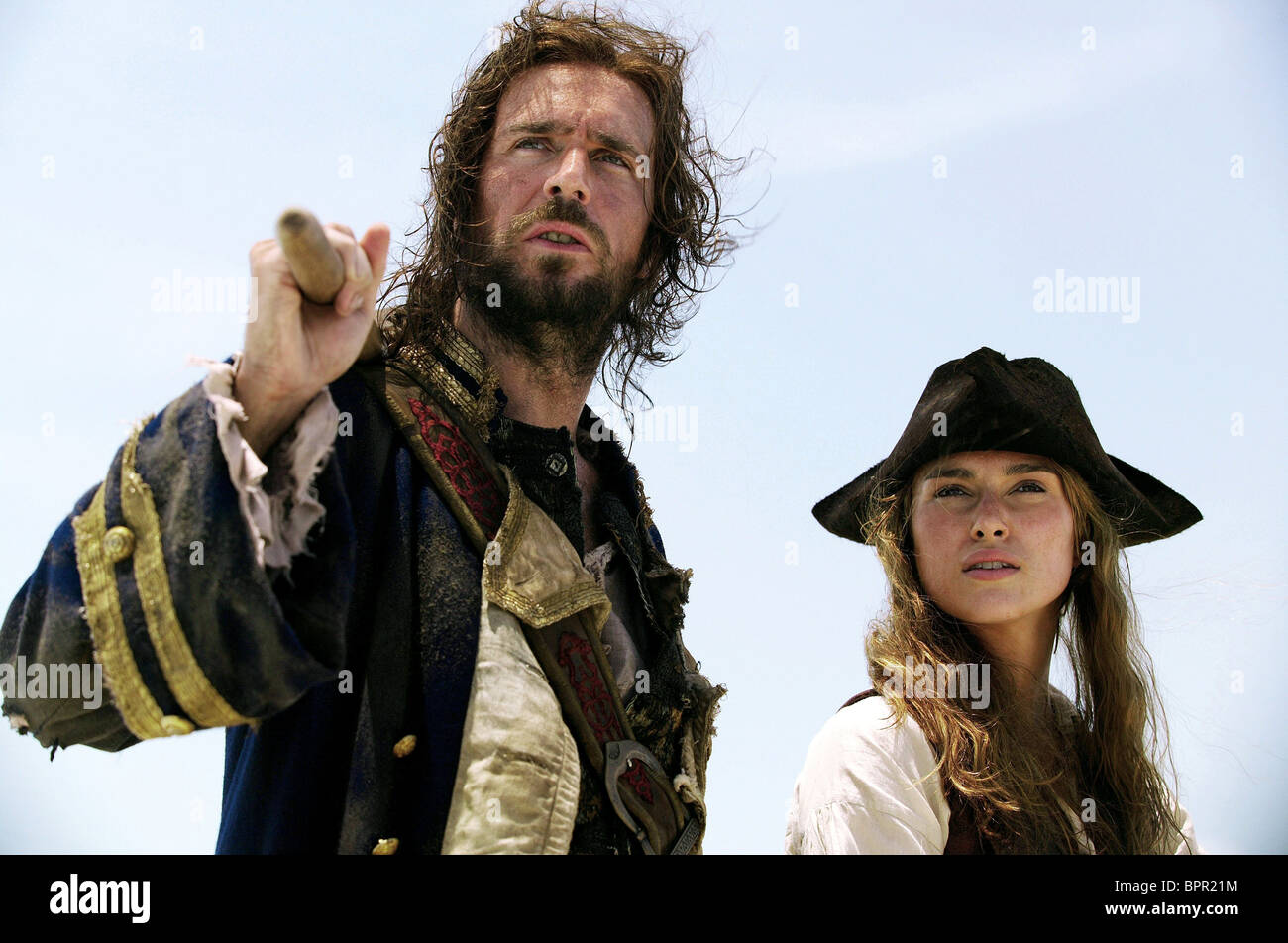 JACK DAVENPORT & KEIRA KNIGHTLEY PIRATES OF THE CARIBBEAN: DEAD MAN'S CHEST (2006) - Stock Image