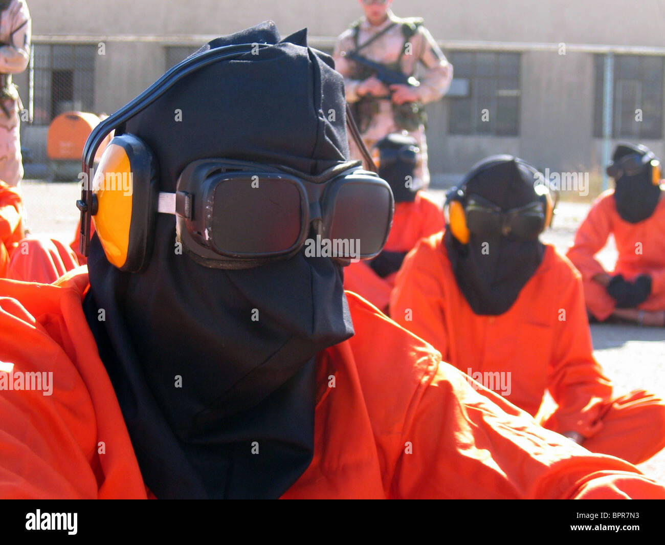 BLINDFOLDED DETAINEES THE ROAD TO GUANTANAMO (2006) - Stock Image