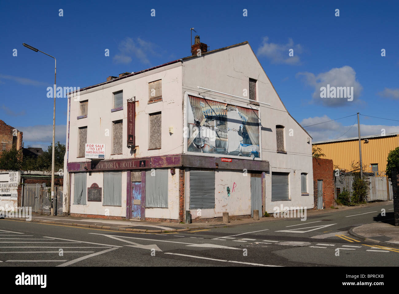 The dilapidated Victoria Hotel in Regent Road, the Dock Road which runs alongside Liverpool Docks. - Stock Image