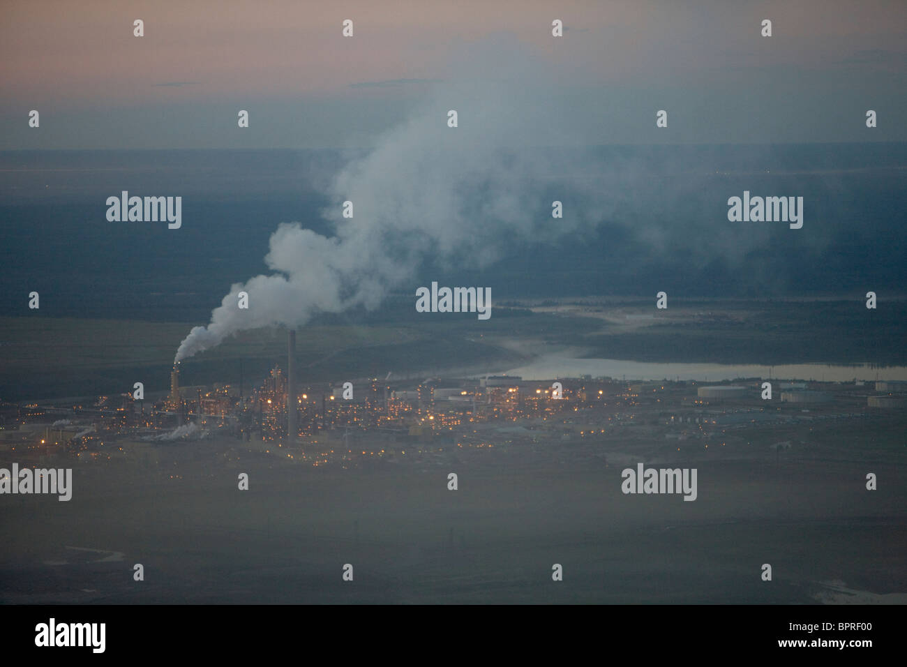 Air pollution, Syncrude North oil sands mine, north of  Fort McMurray, Canada - Stock Image