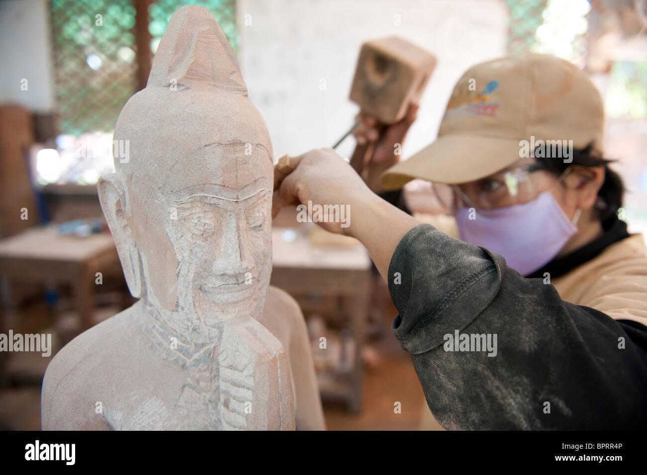 Sculptor at work at Artisans d'Angkor, Siem Reap, Cambodia - Stock Image