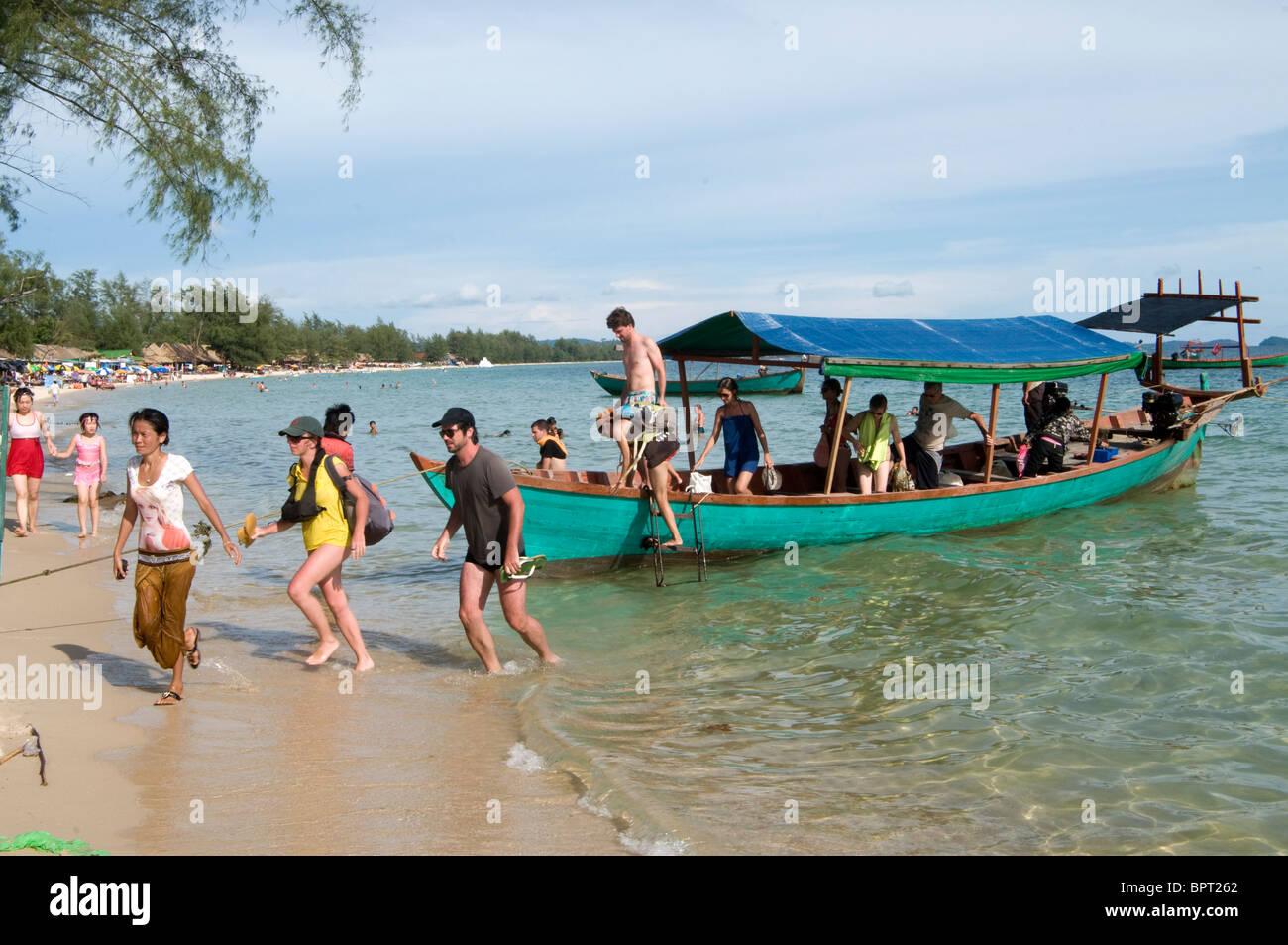 Tourist boat, Ocheateal Beach, Sihanoukville, Cambodia Stock Photo
