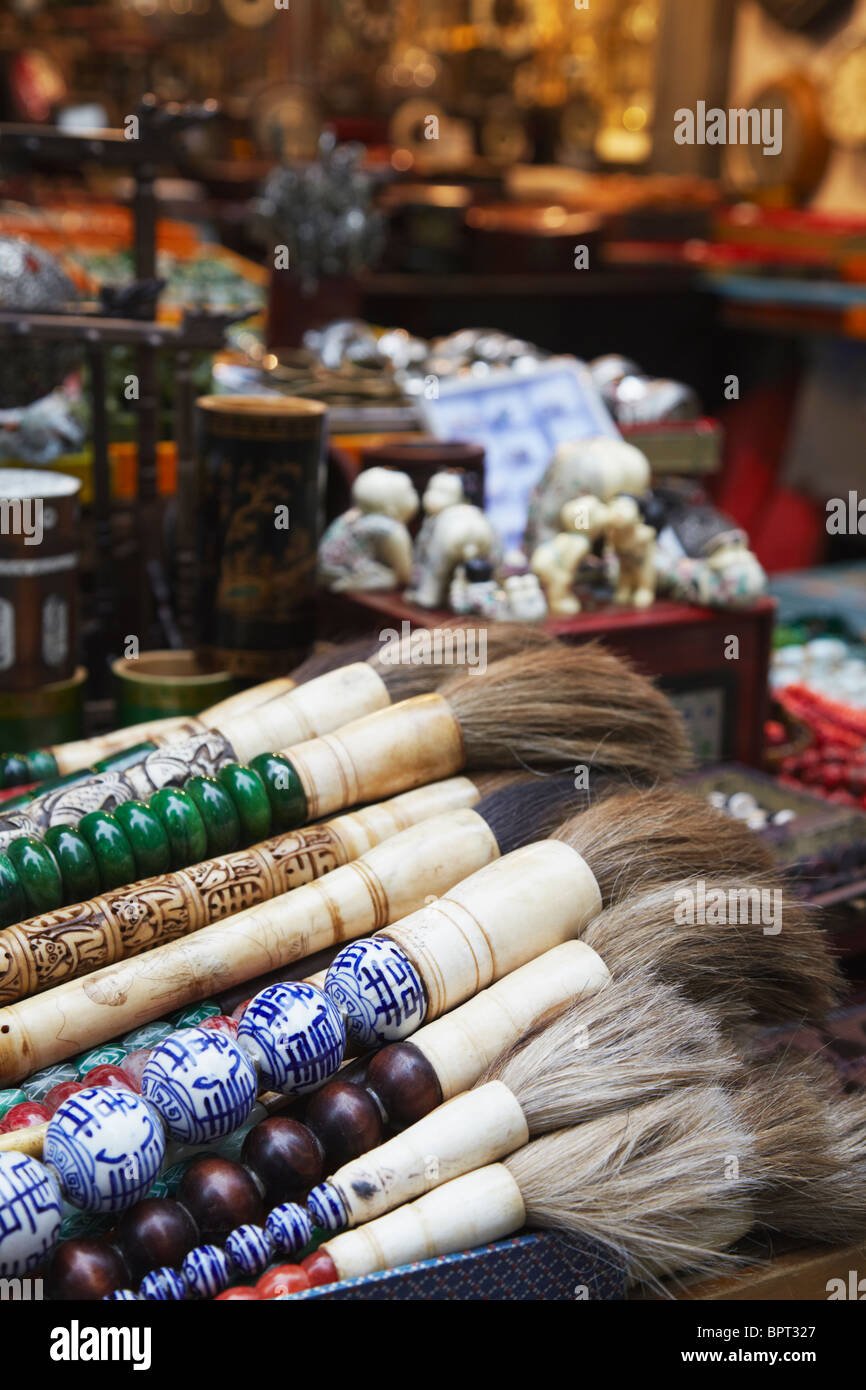 Antique Chinese brushes on market stall on Upper Lascar Row (Cat Street), Central, Hong Kong, China - Stock Image