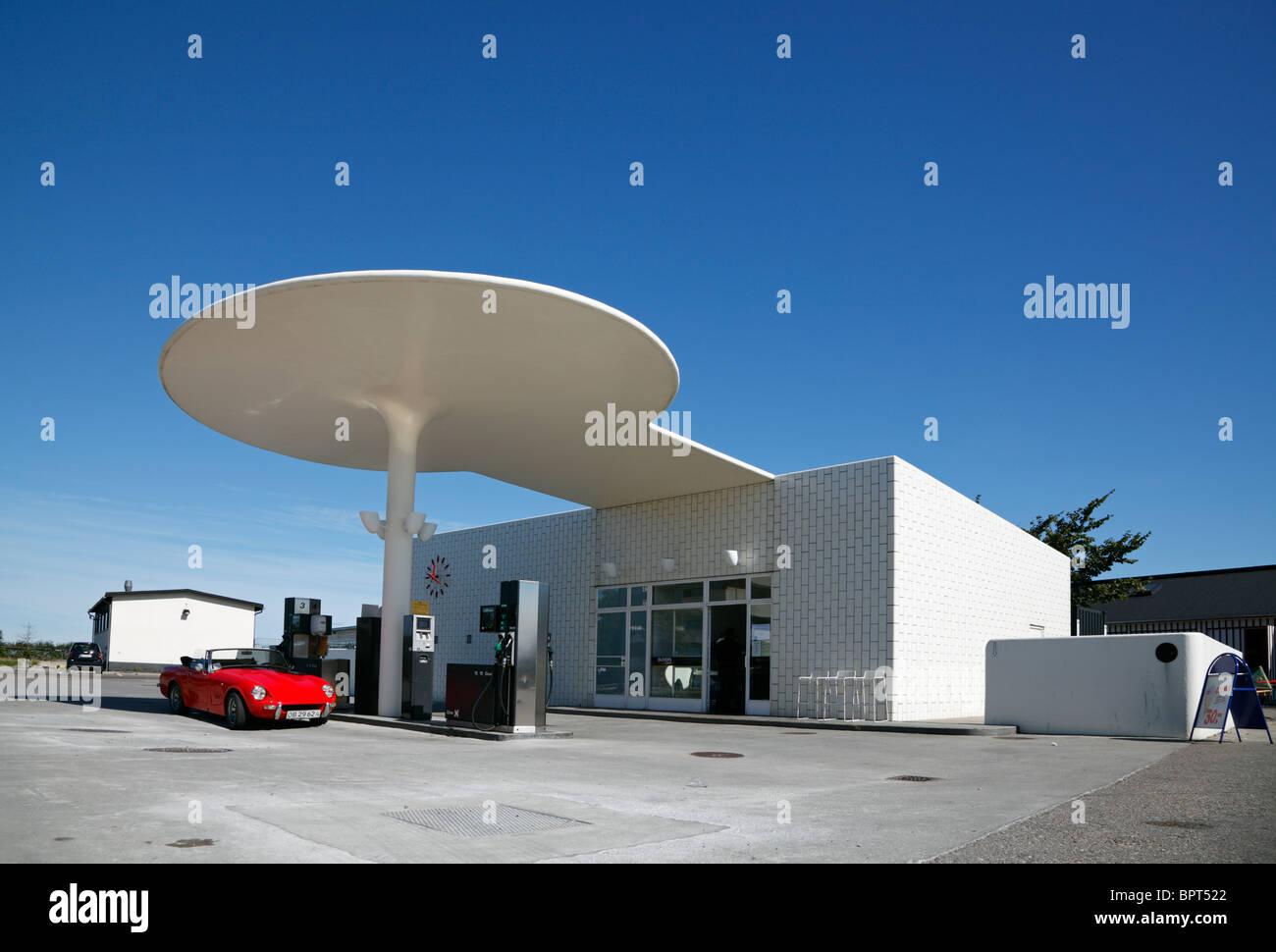 The petrol station designed by Arne Jacobsen at the coastal road at Skovshoved Harbour, just north of Copenhagen, - Stock Image