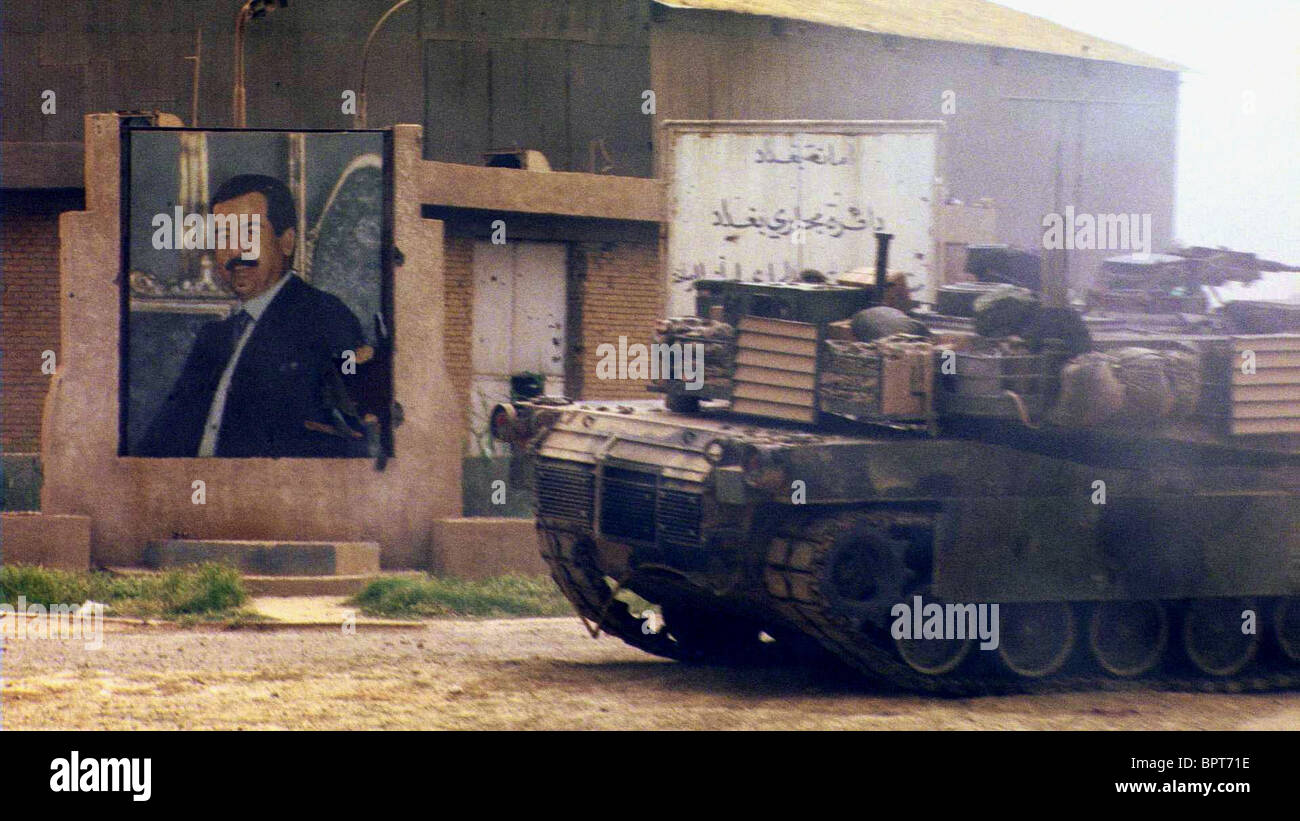 TANK PASSES SADDAM HUSSEIN MURAL NO END IN SIGHT (2007) - Stock Image