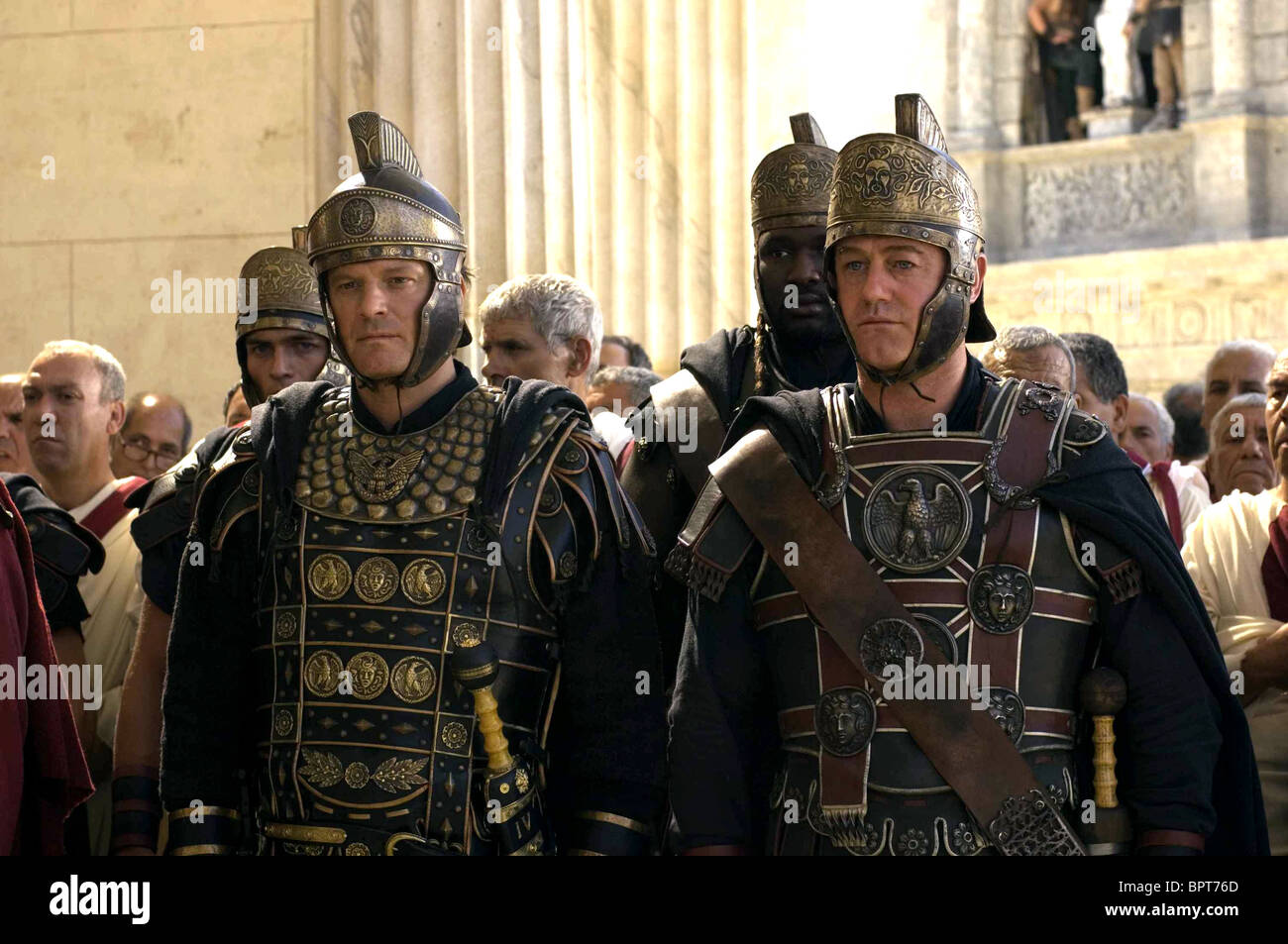 COLIN FIRTH & OWEN TEALE THE LAST LEGION (2007) - Stock Image