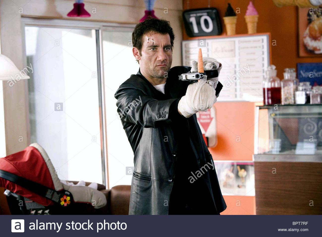 CLIVE OWEN SHOOT 'EM UP (2007) - Stock Image
