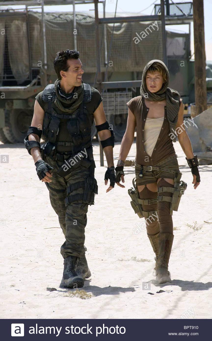 Oded Fehr Milla Jovovich Resident Evil Extinction Resident Evil
