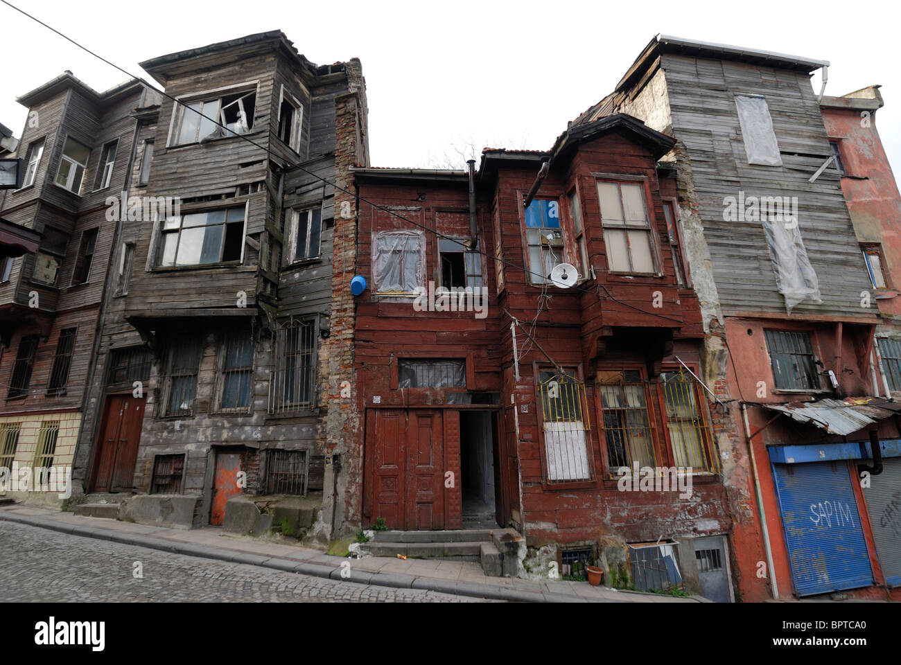 Istanbul. Turkey. Dilapidated Ottoman era wooden buildings in the Suleymaniye district. - Stock Image