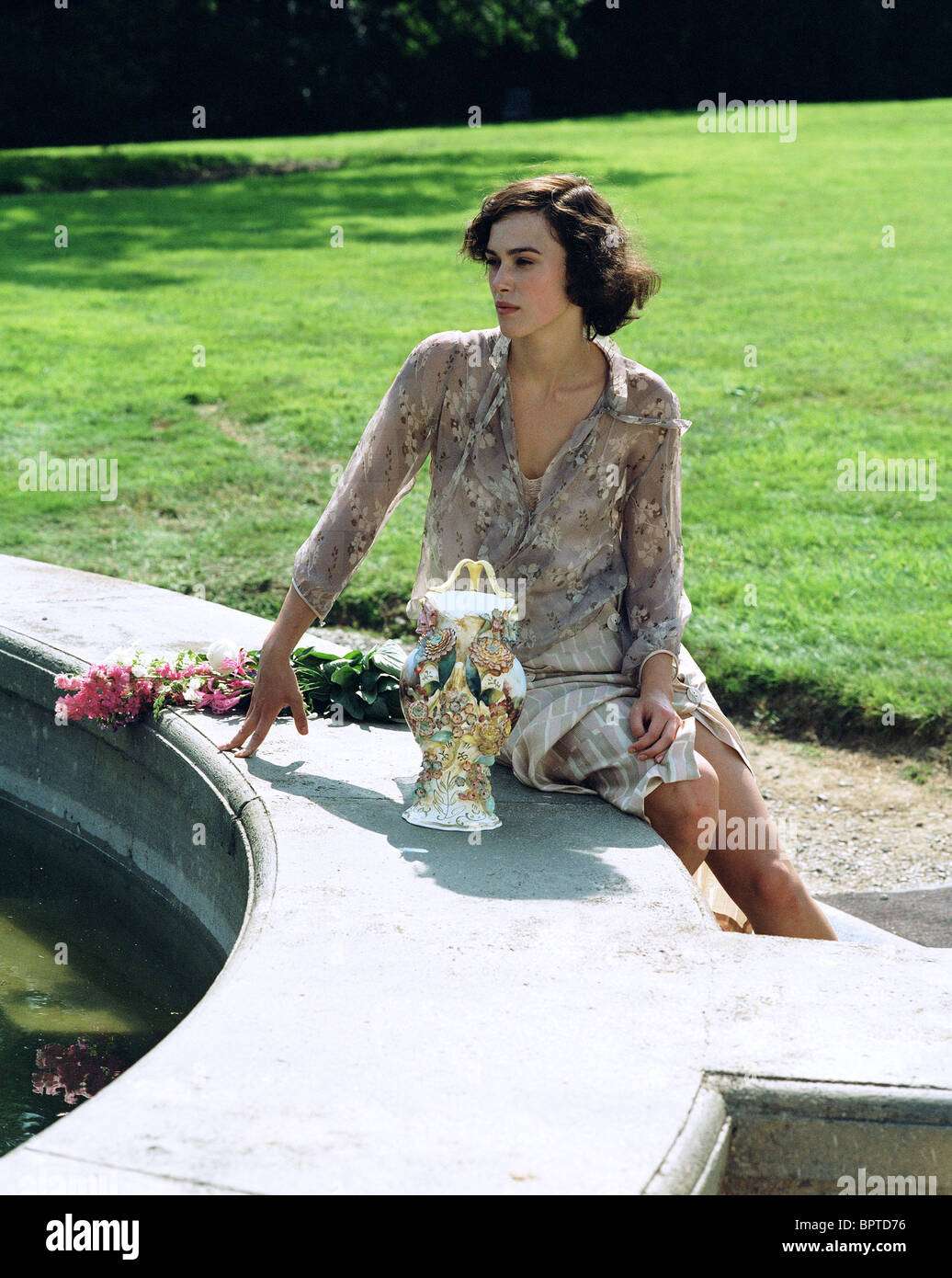 KEIRA KNIGHTLEY ATONEMENT (2007) - Stock Image