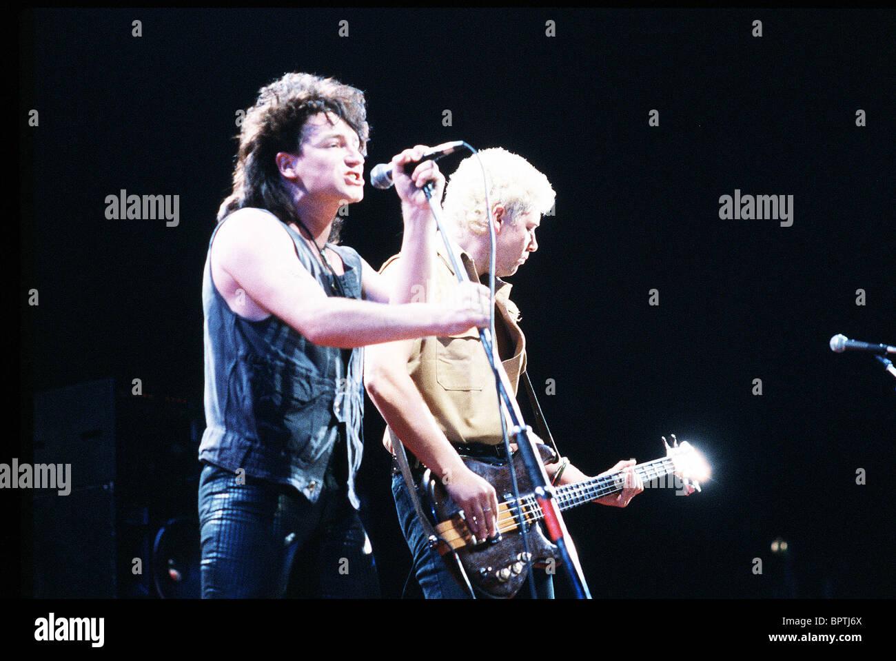 BONO & ADAM CLAYTON POP GROUP 'U2' (1984) - Stock Image