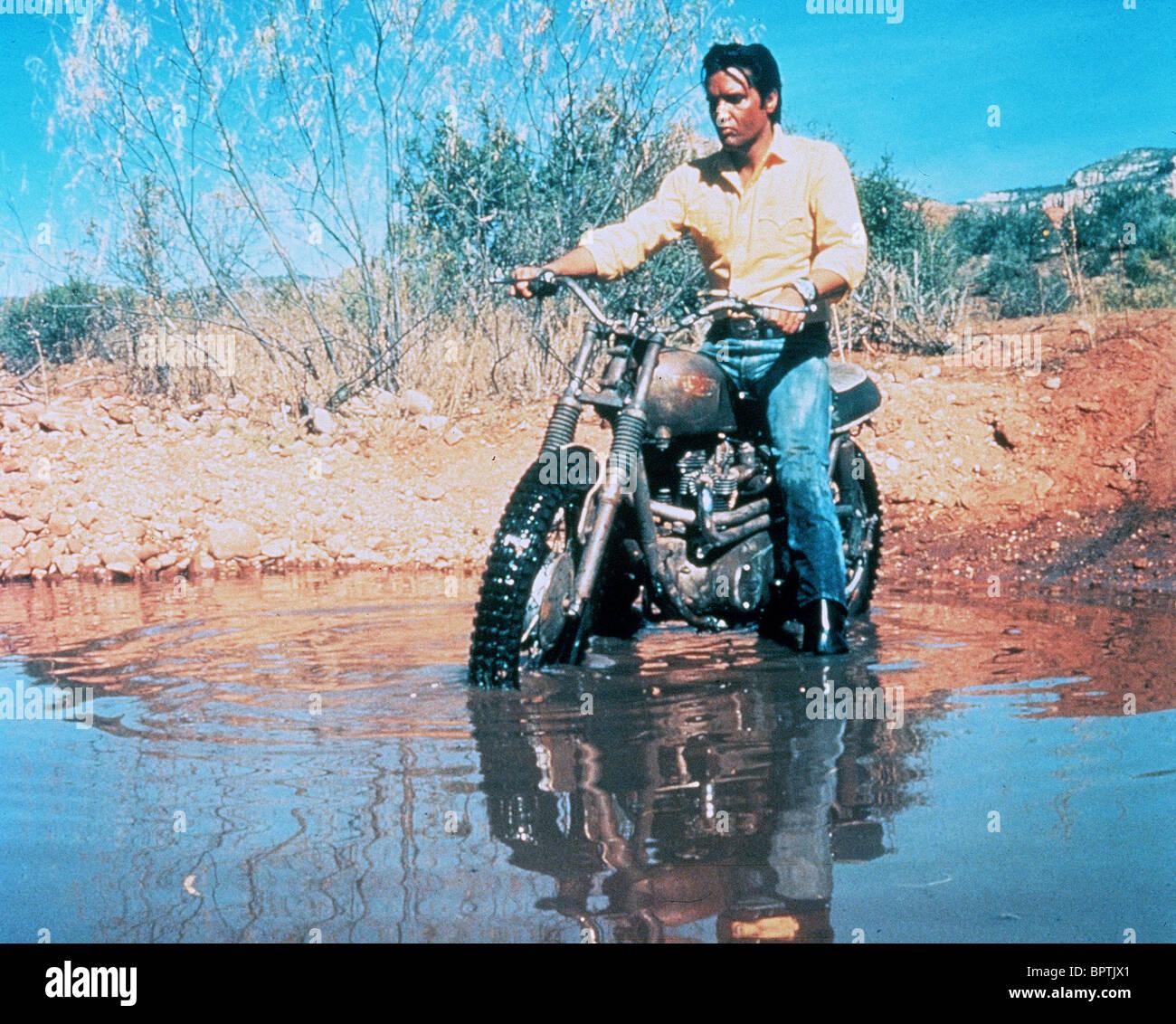 ELVIS PRESLEY ON MOTOR CYCLE SINGER (1965) - Stock Image