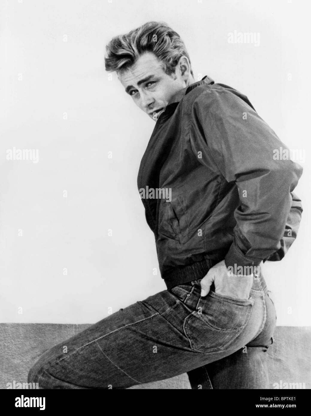 james-dean-actor-1955-BPTKE1.jpg