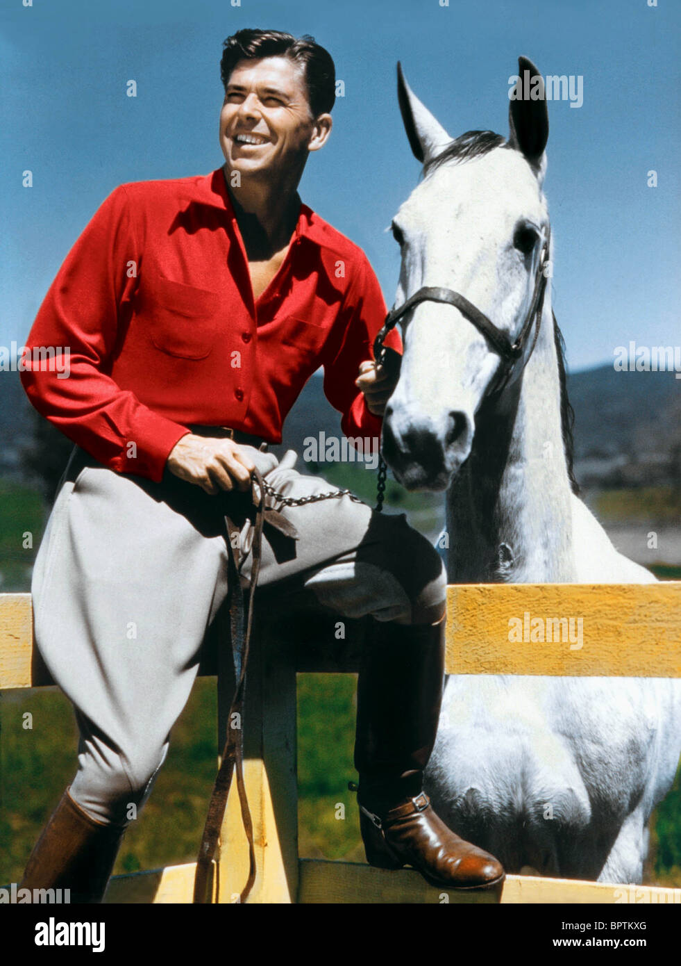 RONALD REAGAN WITH HORSE ON RANCH (1951) - Stock Image