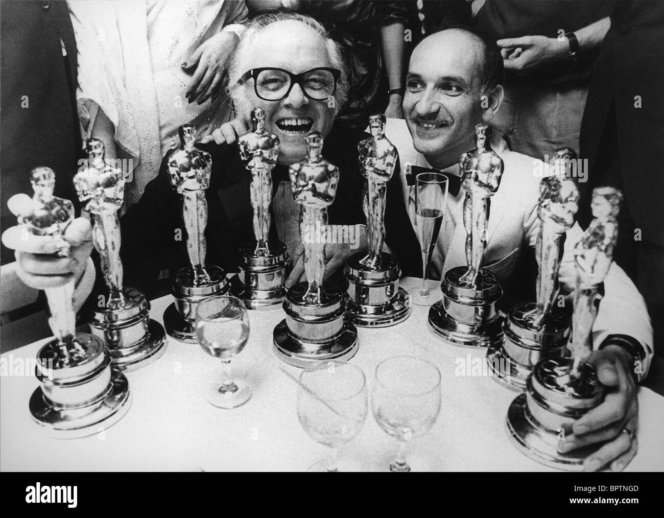 SIR R ATTENBOROUGH & BEN KINGSLEY 9 OSCARS AWARDED FOR 'GANDHI' (1983) - Stock Image