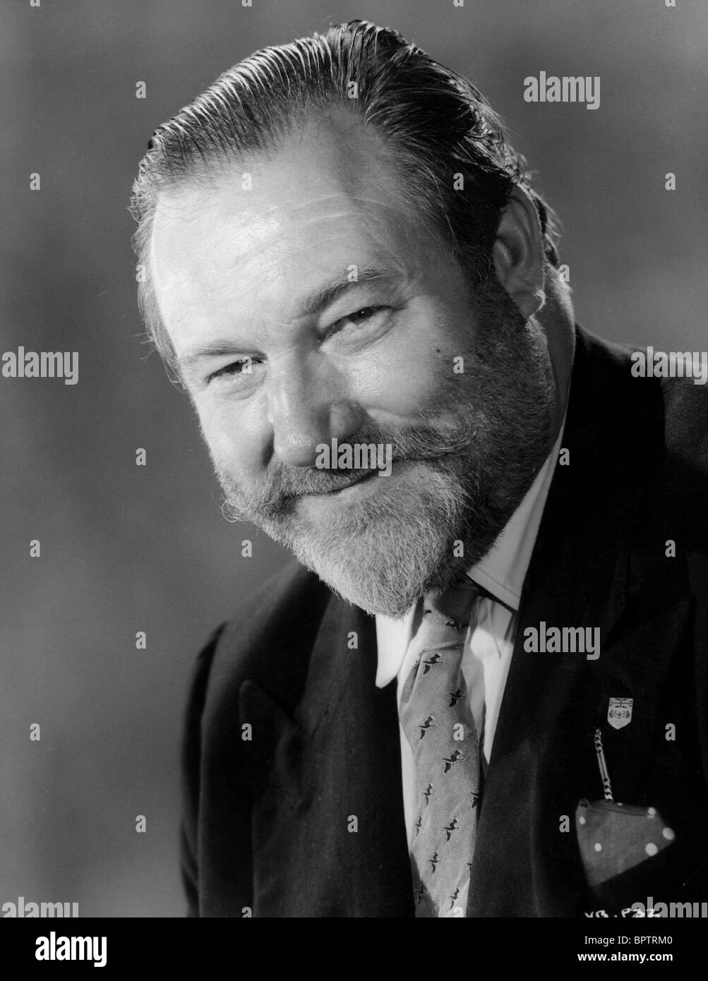 JAMES ROBERTSON JUSTICE ACTOR (1962) - Stock Image