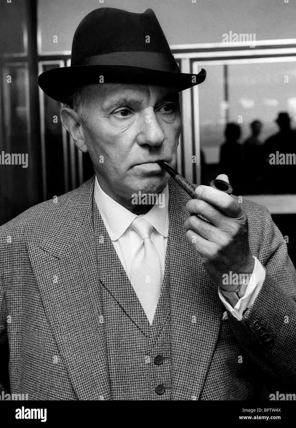 SIR RALPH RICHARDSON ACTOR (1969) - Stock Image