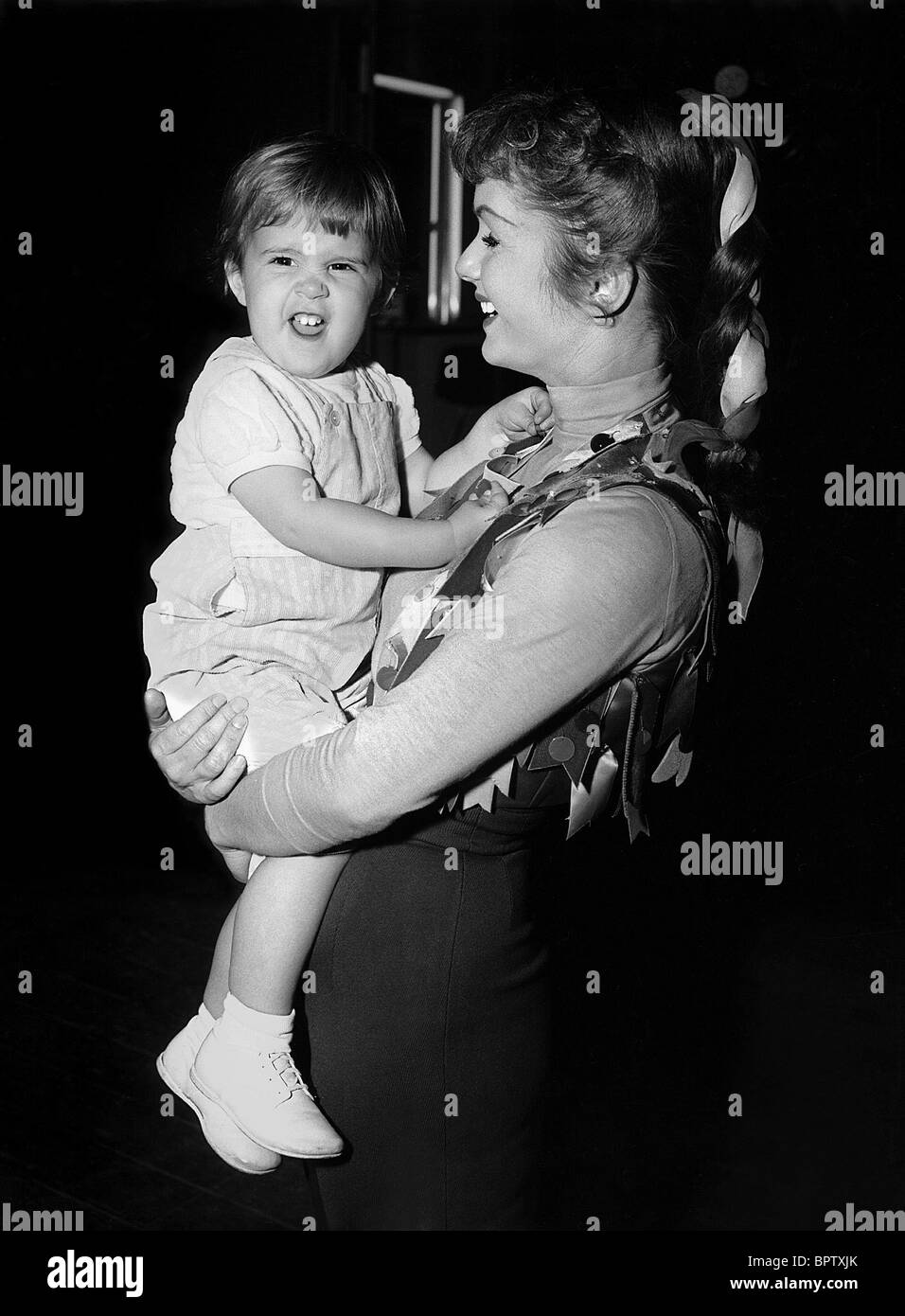DEBBIE REYNOLDS WITH DAUGHTER CARRIE FISHER ACTRESS WITH DAUGHTER (1959) - Stock Image