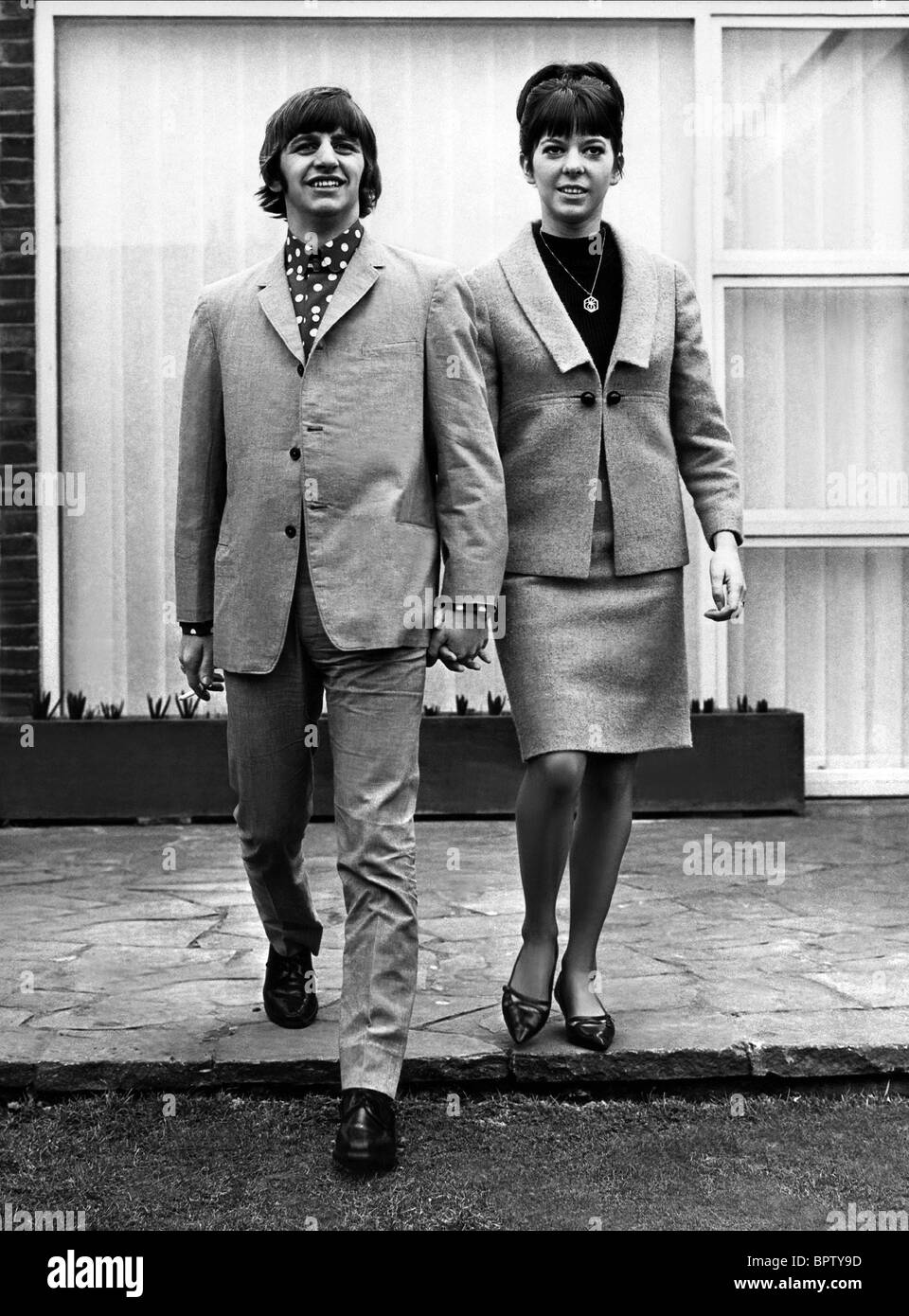 RINGO STARR & MAUREEN STARR MUSICIAN WITH WIFE (1965) - Stock Image