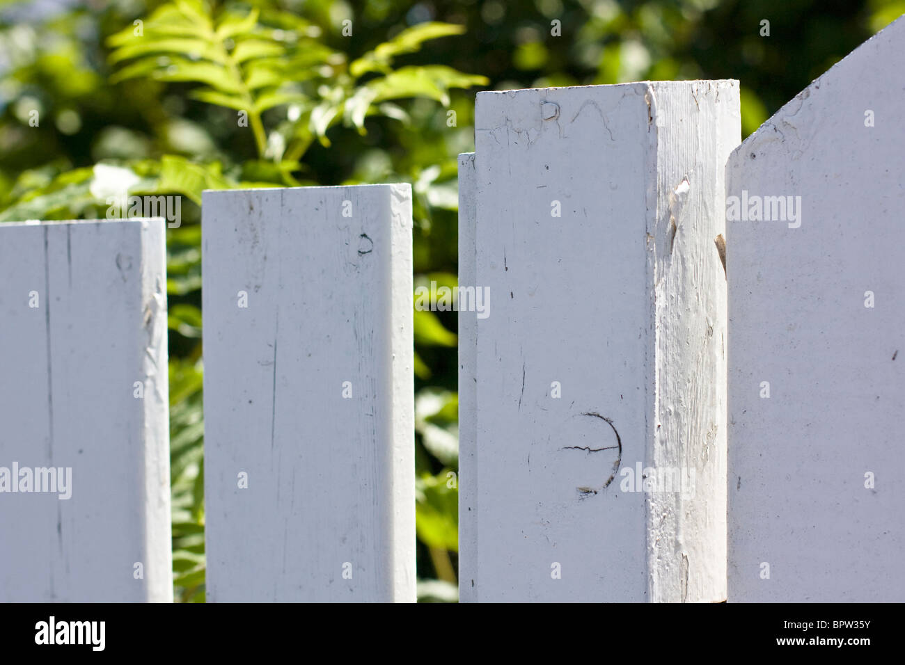 A white picket fence in Asgardstrand, Norway. - Stock Image