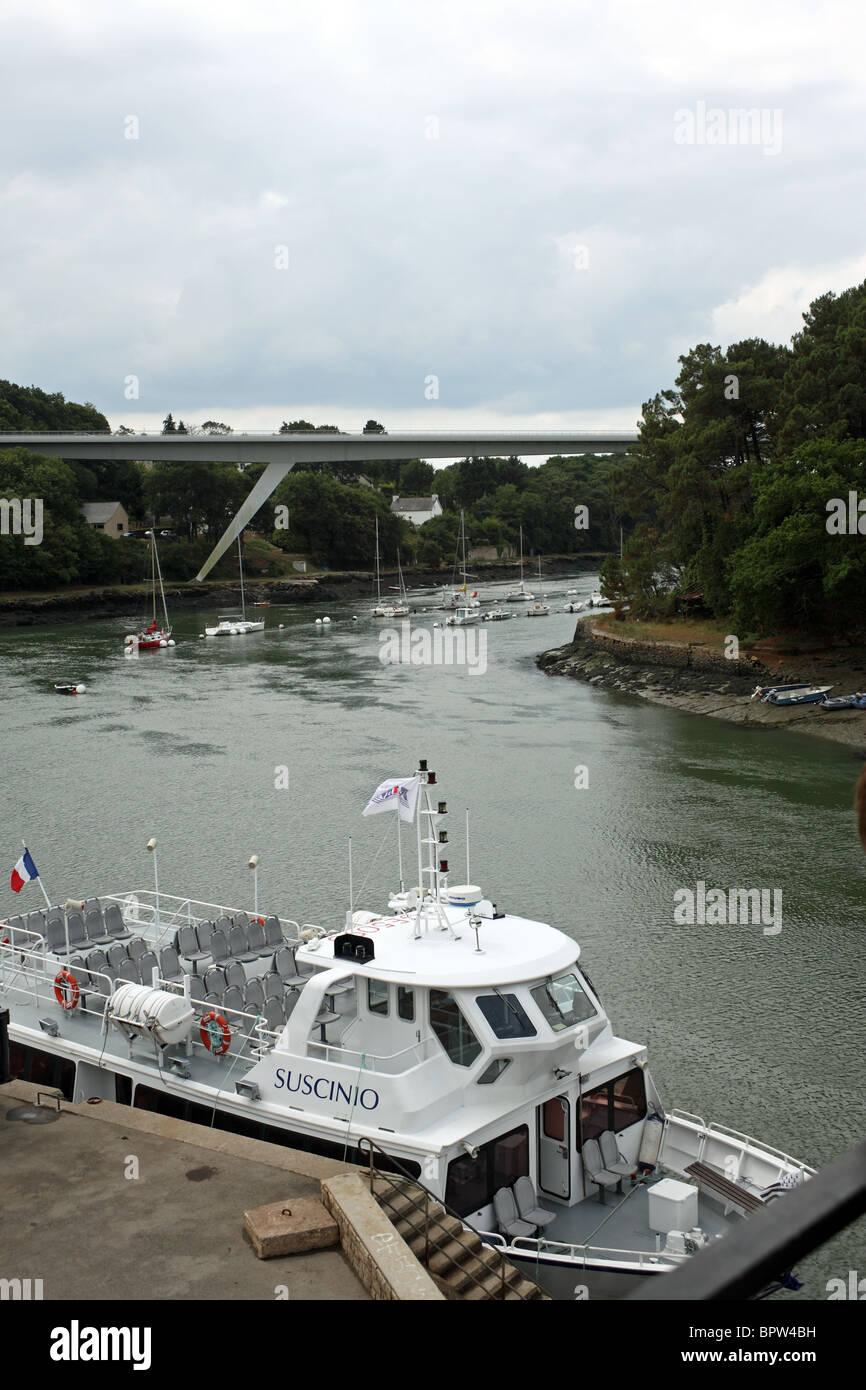 View of new bridge and tourist boat moored at quai, Quai Jean Bart, Le Bono, Morbihan, Bretagne, Brittany, France - Stock Image