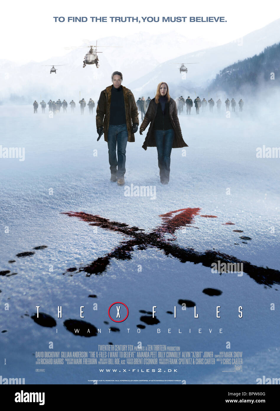 DAVID DUCHOVNY & GILLIAN ANDERSON POSTER THE X-FILES 2 : THE MOVIE (2008) - Stock Image