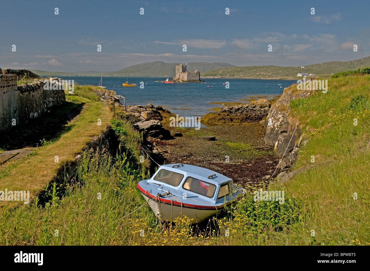 Kisimul Castle sits in Castlebay on the Island of Barra, Outer Hebrides Western Isles. Scotland.  SCO 6525 - Stock Image