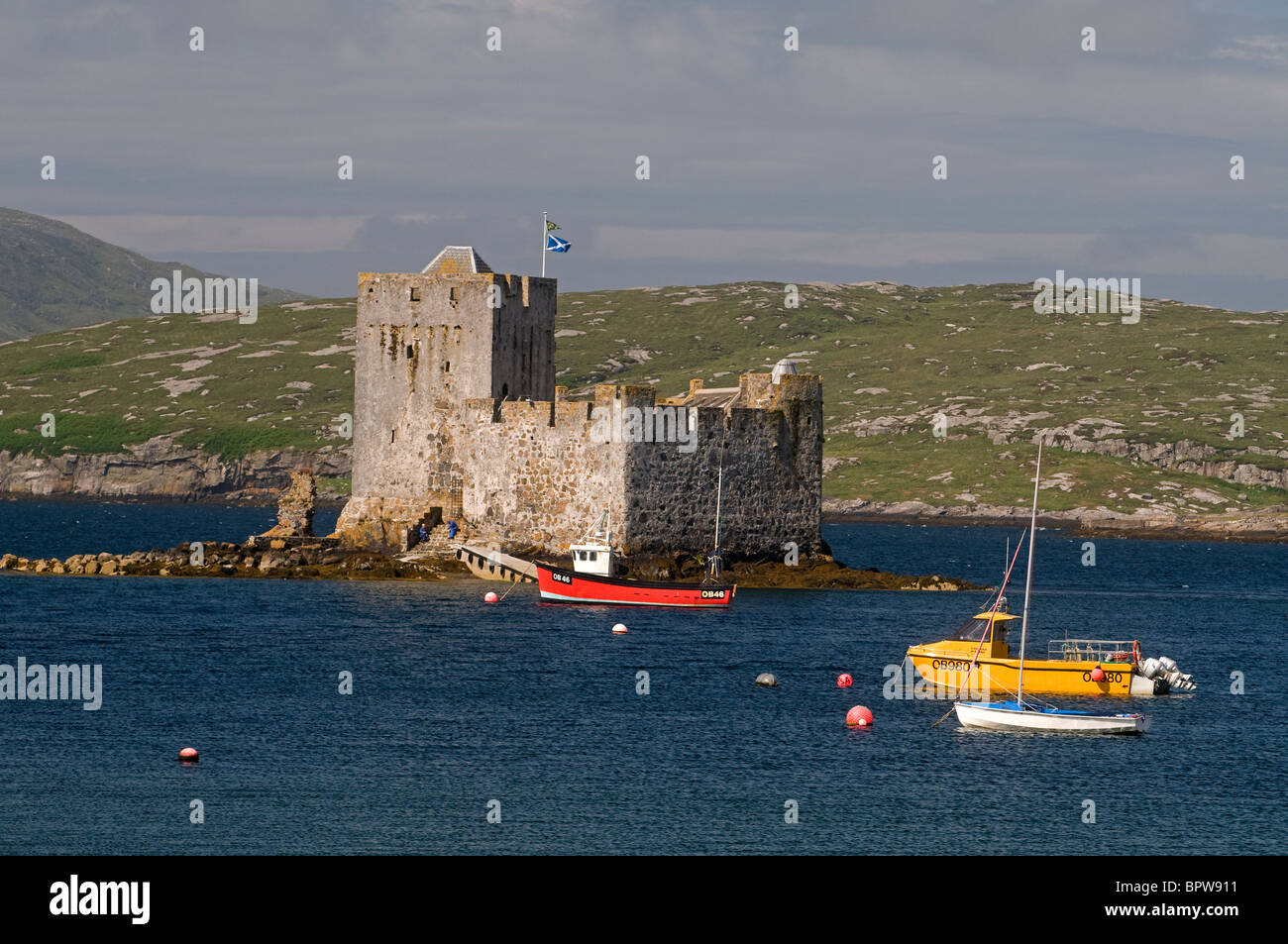 Kisimul Castle sits in Castlebay on the Island of Barra, Outer Hebrides Western Isles. Scotland.  SCO 6529 - Stock Image