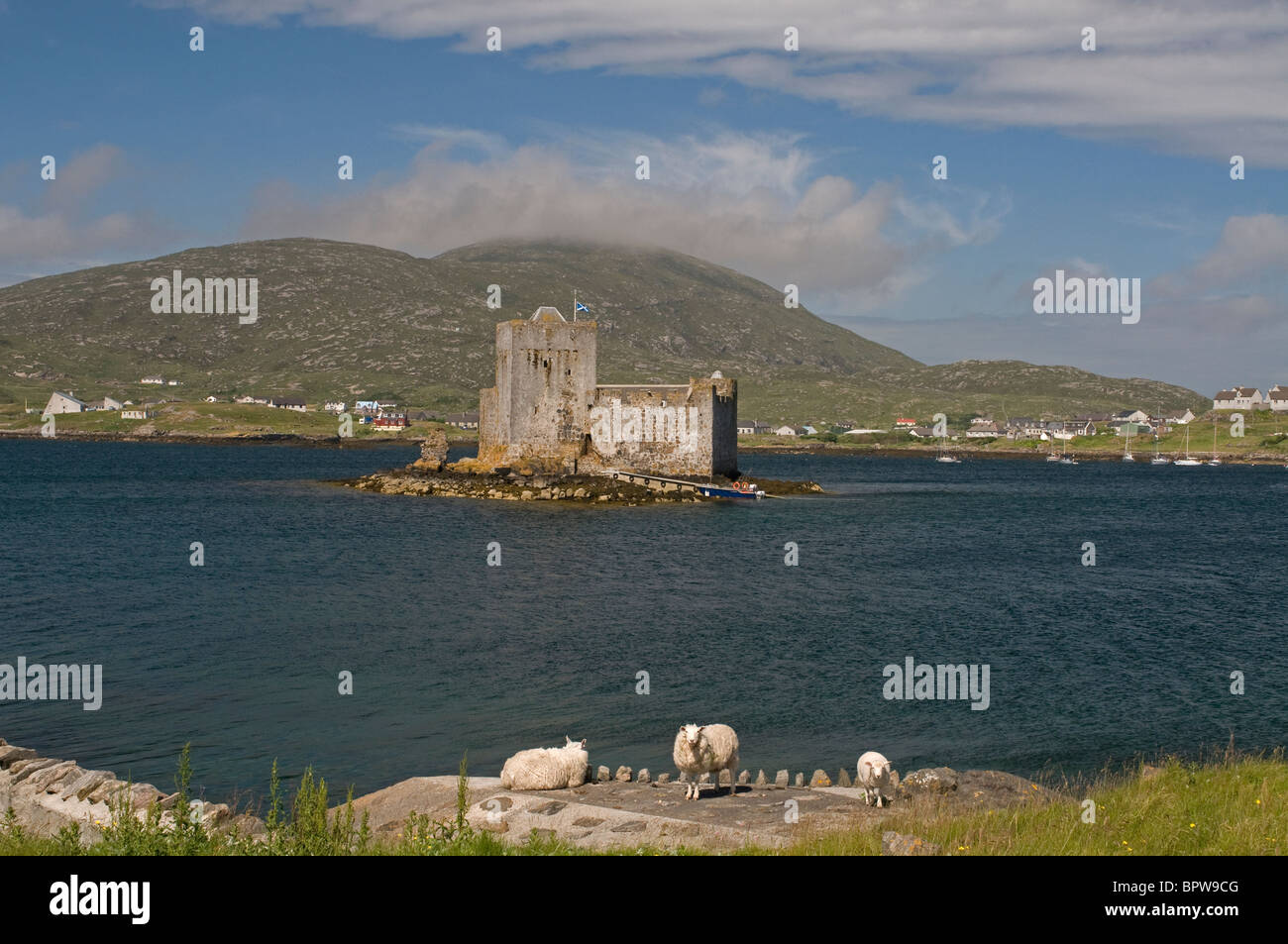 Kisimul Castle sits in Castlebay on the Island of Barra, Outer Hebrides Western Isles. Scotland   SCO 6535 - Stock Image