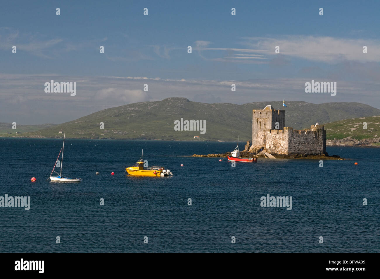 Kisimul Castle sits in Castlebay on the Island of Barra, Outer Hebrides Western Isles. Scotland  SCO 6545 - Stock Image