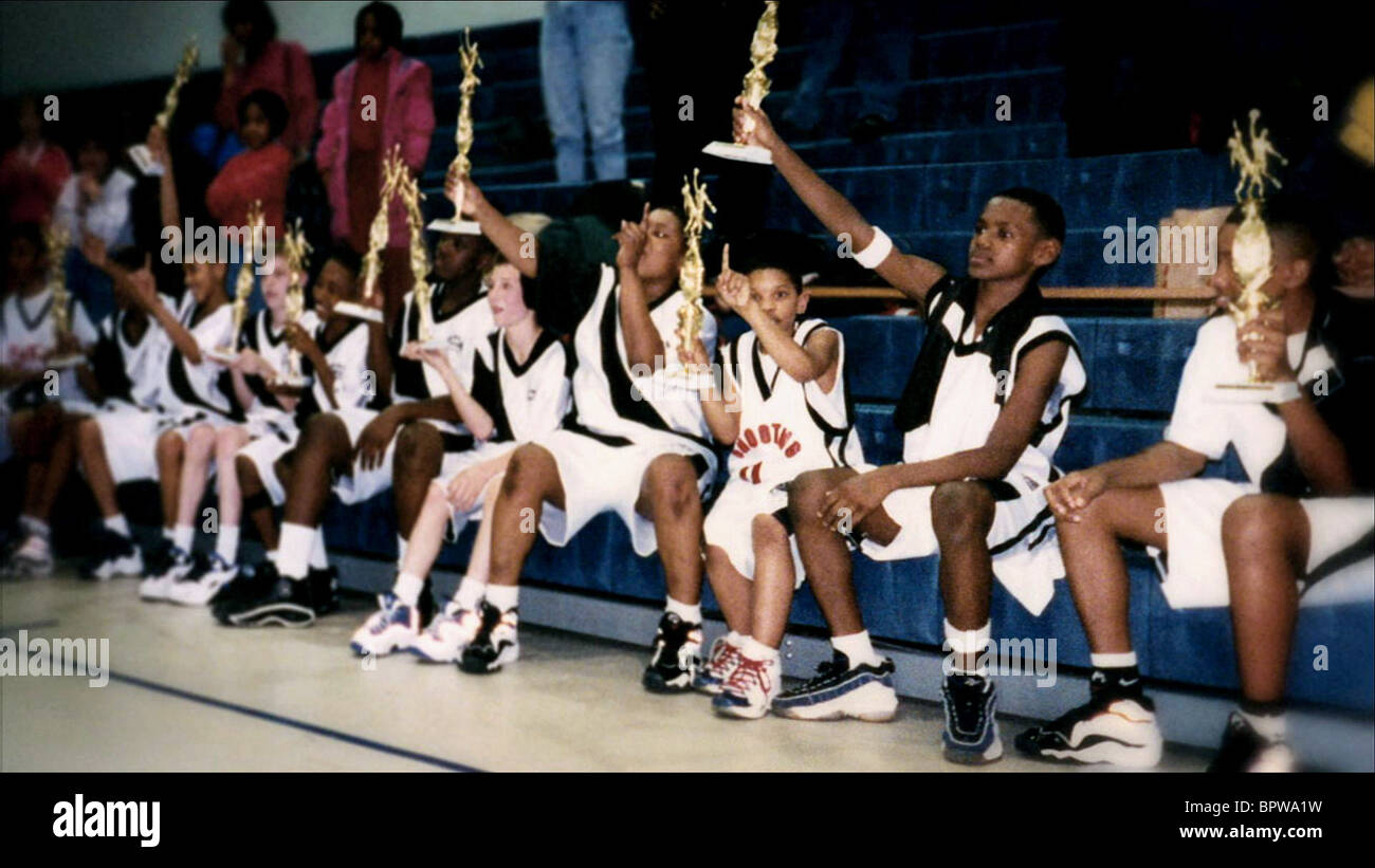 YOUNG LEBRON JAMES & TEAM MATES MORE THAN A GAME (2008) - Stock Image