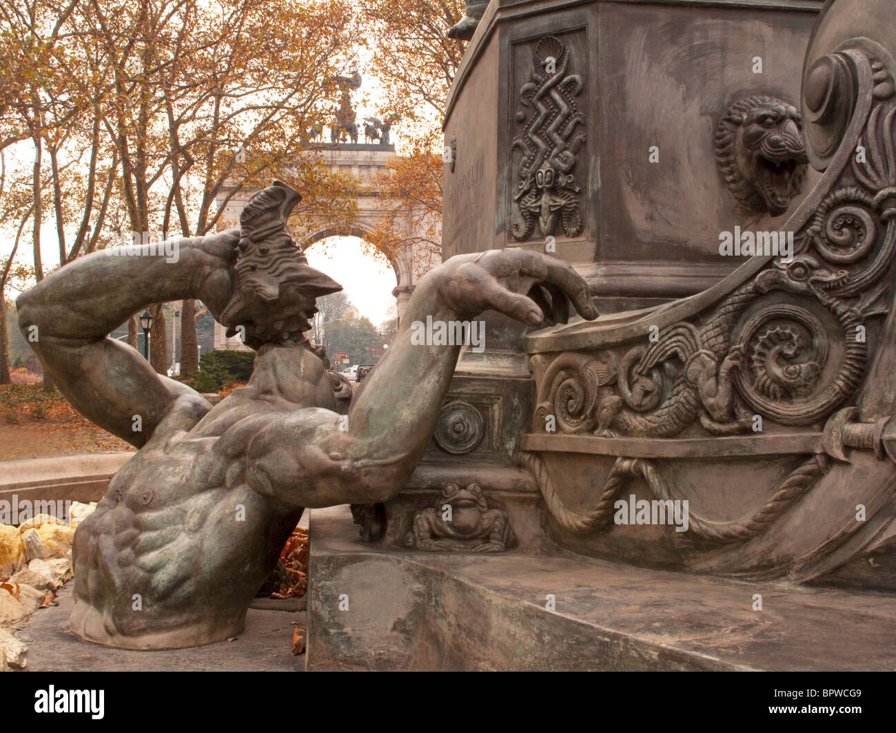 Bailey Fountain Brooklyn New York statue with close up of King Neptune  and fish frogs Grand Army Arch in background - Stock Image