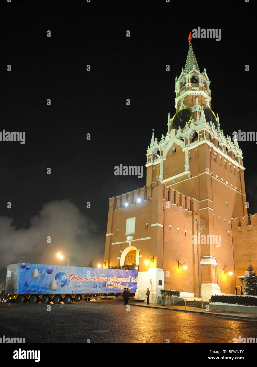 Russia's main Christmas tree arrives at Kremlin - Stock Image