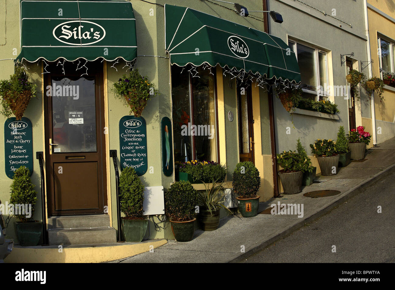 Silas Art and Craft Shop Roundstone, County Galway Ireland - Stock Image