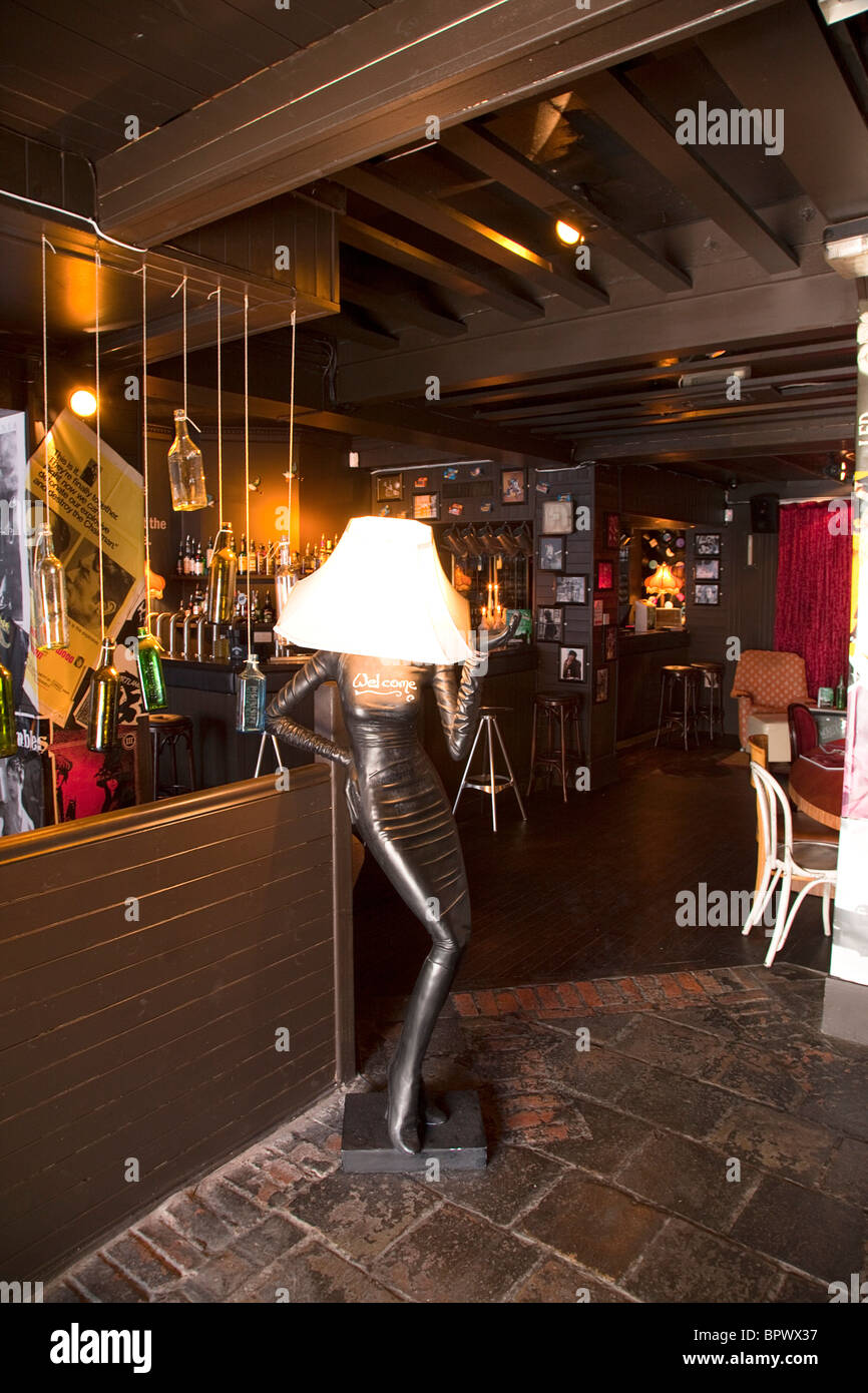 Ireland, North, Belfast, Dublin Road, Filthy Mc Nastys Liquor Saloon interior. - Stock Image