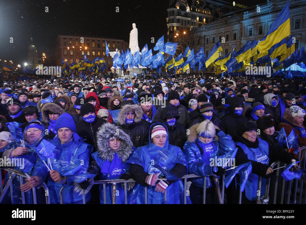 People support presidential candidates in Kiev - Stock Image